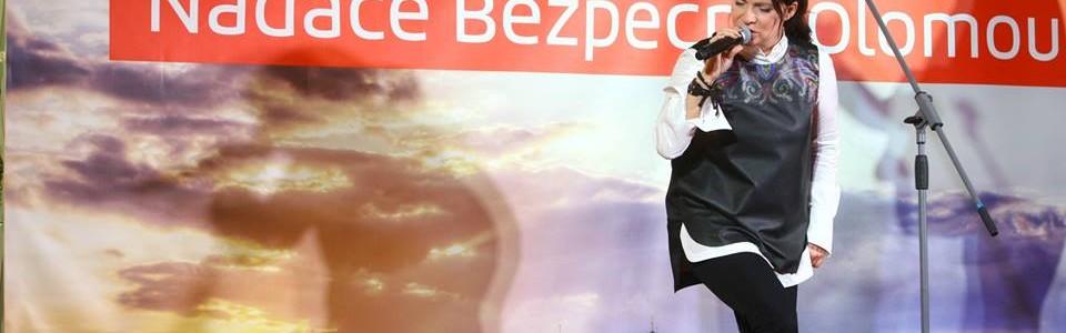 Na slavnostním galavečeru Nadace Bezpečná Olomouc zazpívala Anna K.