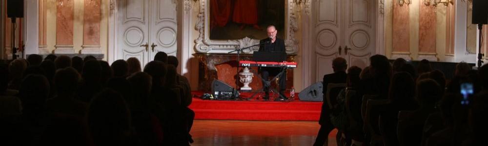 V Olomouci ocenili dobrovolníky. Zazpíval jim Vašo Patejdl